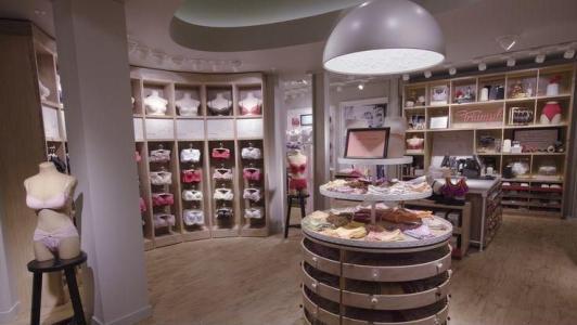 美女们更喜欢在具有空间香氛的内衣店消费